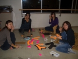 準備に追われる仁短祭実行委員の学生たちの写真