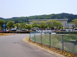 ロード トゥ トリムパークかなづ(第3駐車場から多目的体育館が見えてきます)の写真