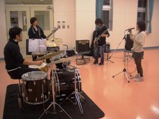 仁短・軽音楽サークルの練習風景写真