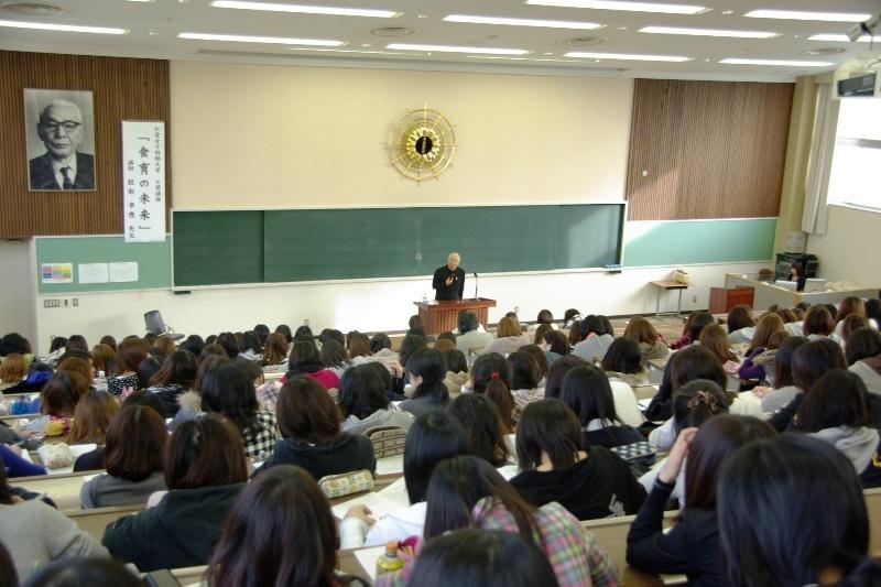 服部幸應先生の公開授業の様子(写真その1)