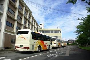 行きのバスの写真