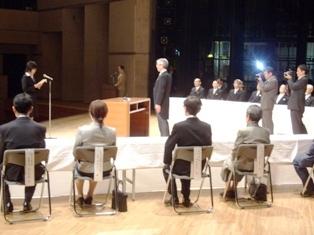 ステージでの入学生宣誓の様子