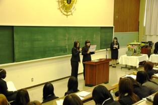 学生会役員選挙演説の様子