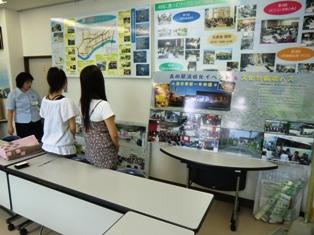 森田地区について説明を受ける仁短祭実行委員の学生