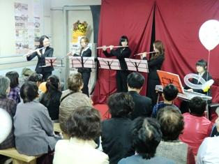 もりた夢駅での音楽学科の学生による演奏の様子