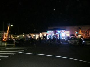ライトアップされた森田駅の様子