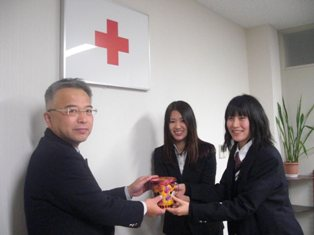 東日本大震災義援金を日本赤十字社福井県支部に寄付いたしました。
