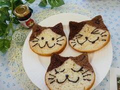 いちごにゃむ(ジャム)と猫パン